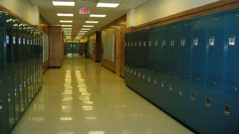 Scandal la un liceu. Un elev a fost bătut cu pumnii de antrenorul de fotbal
