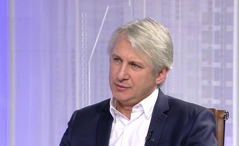 Teodorovici: Până la finalul anului, toate şcolile care au toalete în curte vor fi dotate cu containere moderne cu baie