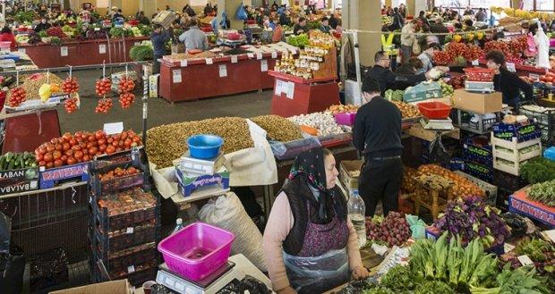 Veşti proaste pentru români. Preţurile alimentelor cresc din ce în ce mai mult. Cele mai mari scumpiri sunt la legume