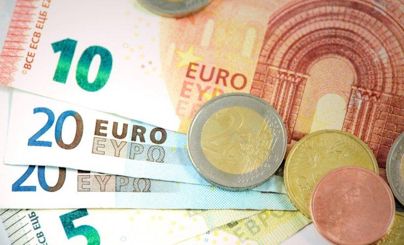 CURS VALUTAR.Euro continuă să crească. Dolarul, la cel mai marenivel din aprilie 2017