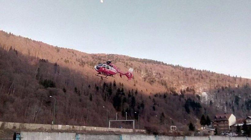 Incident grav în Bușteni. Un copil s-a izbit cumplit de un gard metalic. A fost transportat de urgență în Capitală cu un elicopter SMURD