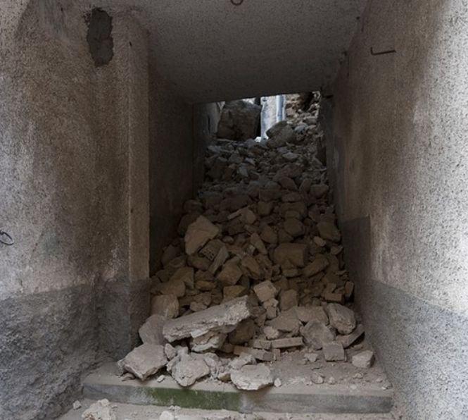 Zidurile unei universități s-au prăbușit. Zeci de oameni sunt prinse sub dărâmături