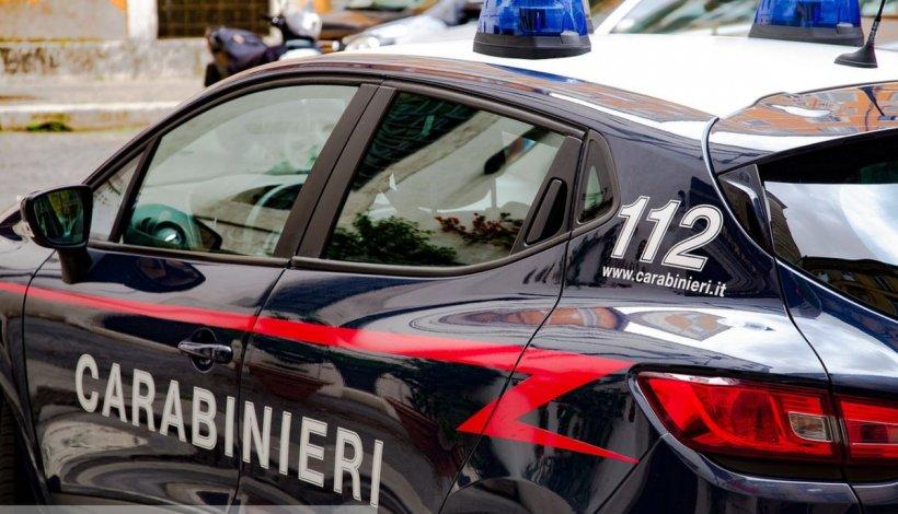 100 de români evacuați de carabinieri dintr-o fostă clinică din Florența