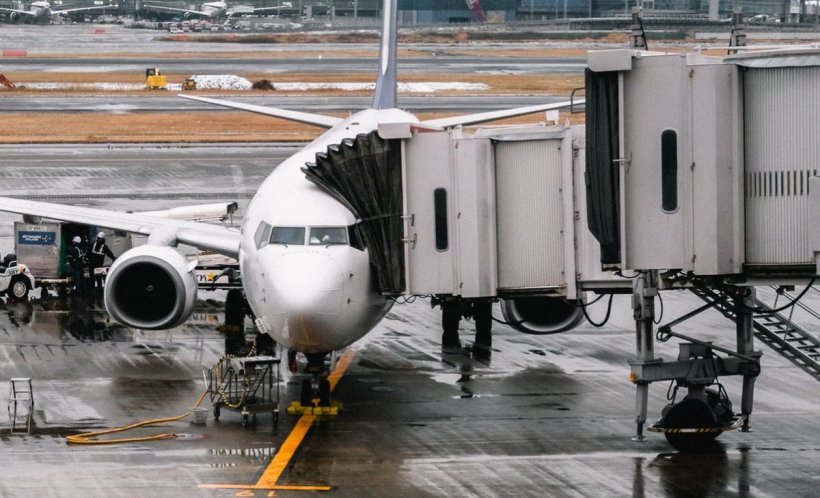 Pasager, dat în judecatăpentru căa pierdut avionul. Motivul pentru care o mare companie aerianăa luat această decizie