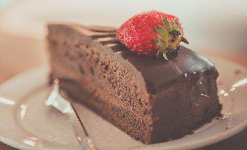 """Sfatul unui celebru medic nutriționist: """"Mai bine o felie de tort decât un kilogram de mere"""""""