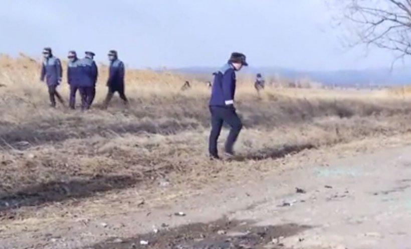 Alertă în Vrancea. Criminali în libertate după asasinatul de noaptea trecută! Ce au găsit polițiștii în mașina ciuruită de gloanțe