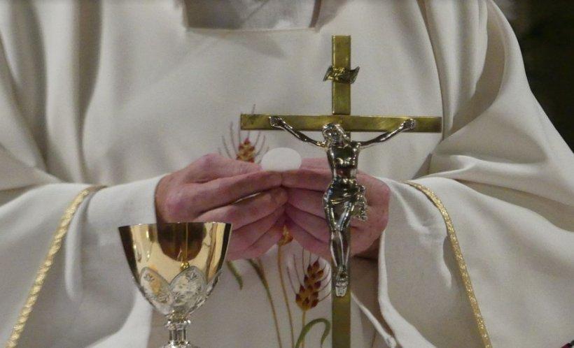 """Consilier apropiat al papei Francisc: """"Biserica Catolică a distrus dosare despre autori ai abuzurilor sexuale din rândurile sale"""""""