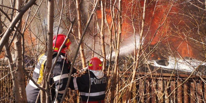Cel puțin 50 de copii de la un cămin cultural din Buzău au fost evacuați în urma unui incendiu