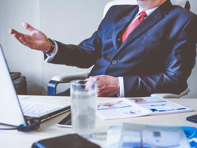 Cum trebuie să procedezi dacă șeful vrea să-ți rețină din salariu. Scrie negru pe alb în Codul Muncii