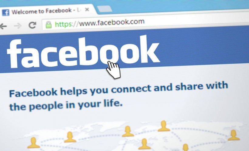 Facebook a închis paginile unui politician