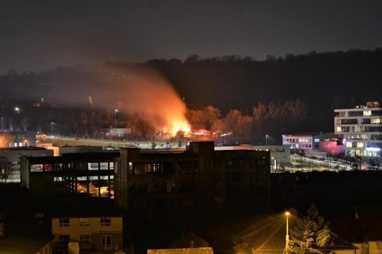 Incendiu puternic la o grădiniță din Cluj. Autoritățile intervin de urgență