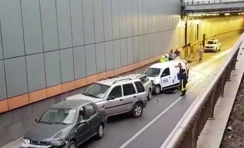 Accident în Pasajul Obor din București. Au fost implicate cinci mașini