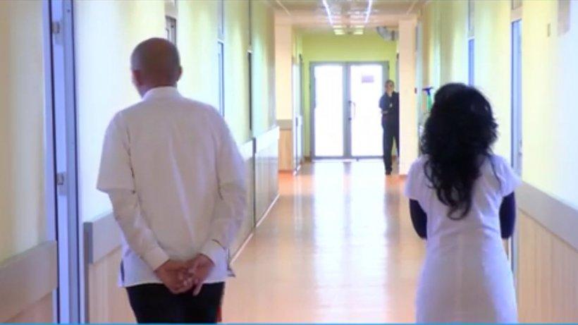 Situație incredibilă în Suceava. La Spitalul Județean se va plăti taxă pentru papucii de unică folosință