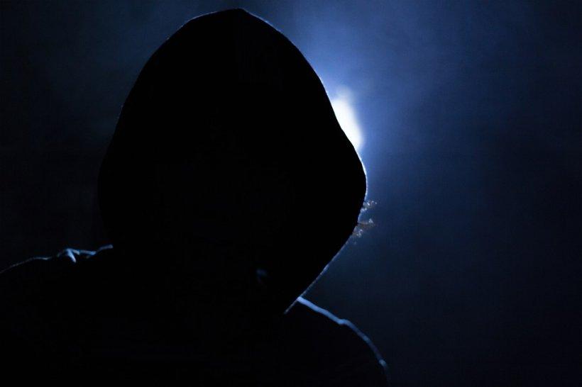 Un adolescent fără permis a furat o mașină din Sectorul 4 al Capitalei. Tânărul a făcut prăpăd în calea lui