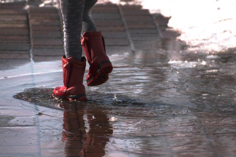 VREMEA. Prognoza meteo pentru 9 martie. Se întorc ploile și ninsorile