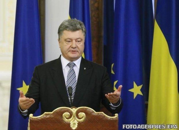 Coloana oficială a președintelui Poroșenko a fost atacată. Zeci de polițiști au fost răniți