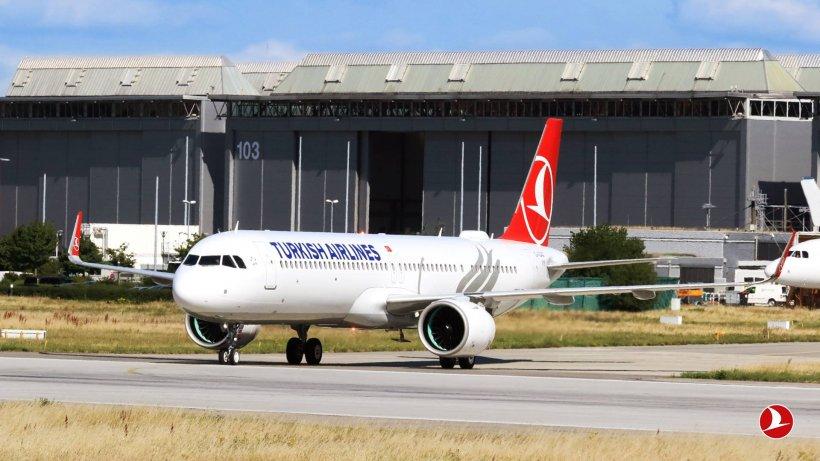 Panică la bordul unui avion Turkish Airlines. Zeci de pasageri au fost răniți din cauza turbulențelor