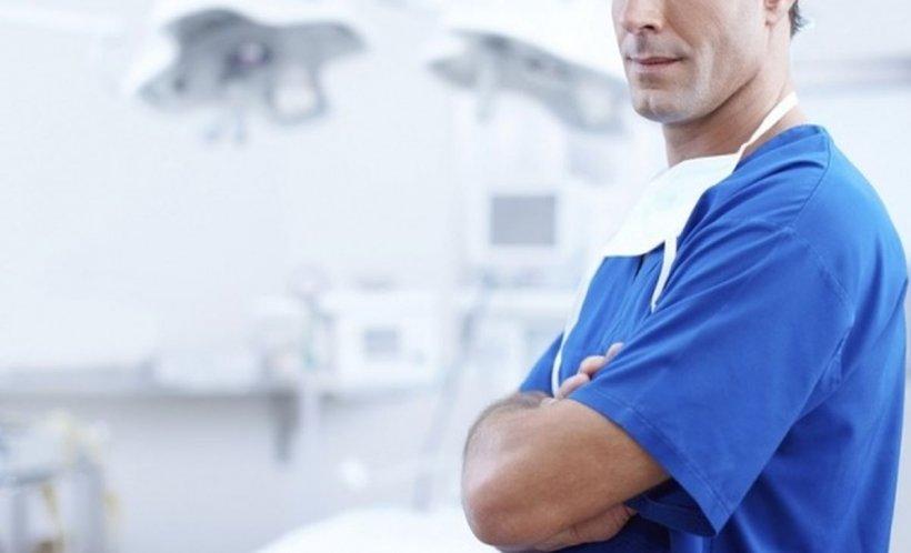 Descoperire șocantă într-un spital. Un doctor a fost găsit mort în cabinetul său. Bărbatul era pe jumătate dezbrăcat și se uitase la filme pentru adulți
