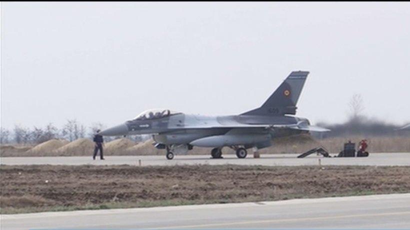 Avionul premierului, escortat de aeronave F-16 (VIDEO)