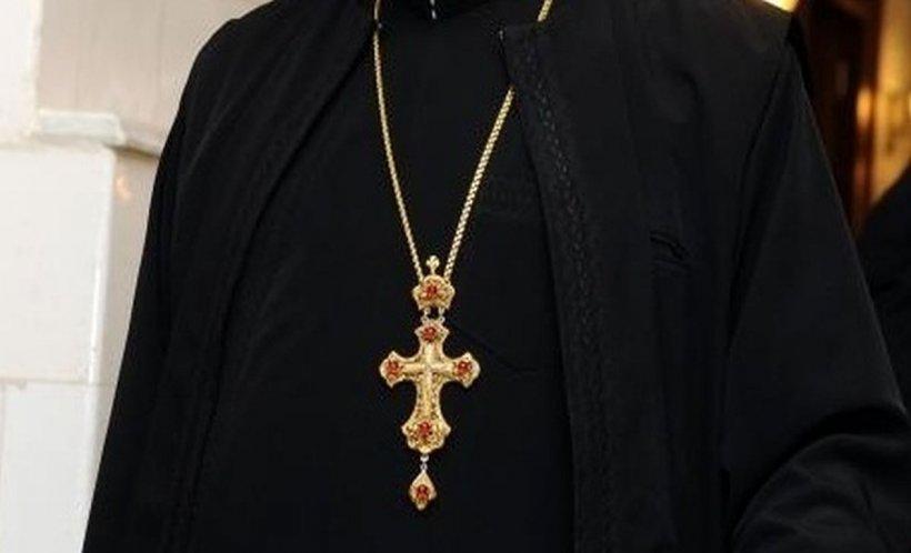 Un preot acuzat de pedofilie a fost găsit împușcat în propria locuință