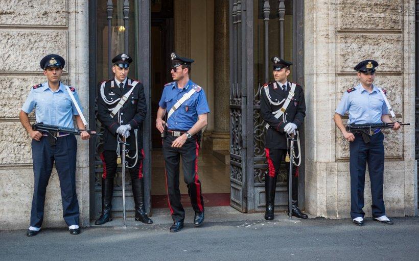 Un român din Italia a bătut cu mâinile goale 3 patrule de carabinieri. Doi au ajuns în spital. Surpriză uriașă când au descoperit cine era de fapt bărbatul