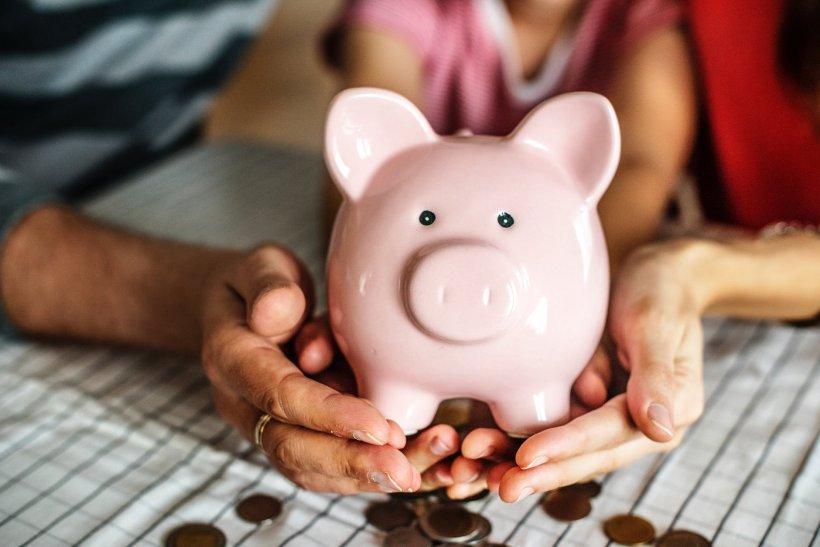 A mers din casă în casă pentru a oferi necunoscuților banii economisiți de părinții săi. Gestul copilului de nouă ani i-a pus pe polițiști pe gânduri