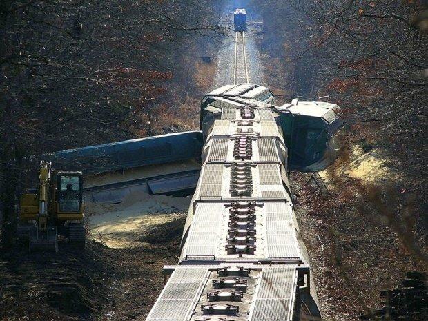 Accident feroviar grav. Zeci de morți și răniți, după ce un tren de marfă a deraiat