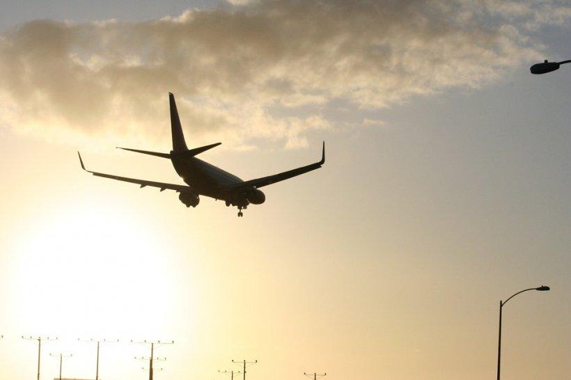 Un avion a luat foc pe aeroportul din Teheran. 100 de pasageri au fost evacuaţi