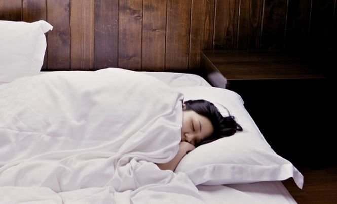 DIETĂ. Cum să slăbești ușor în timp ce dormi. Trucurile la care nu te-ai gândit niciodată