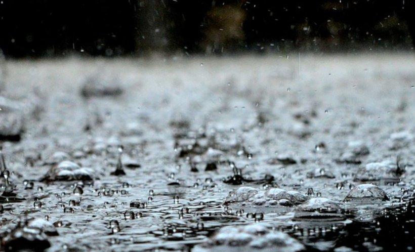 Vremea rece cuprinde aproape toată ţara. Meteorologii anunţă ploi și vânt