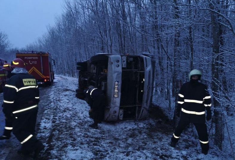 Planul roşu de intervenţie activat în Iași pentru un accident de microbuz. 23 de persoane au fost rănite