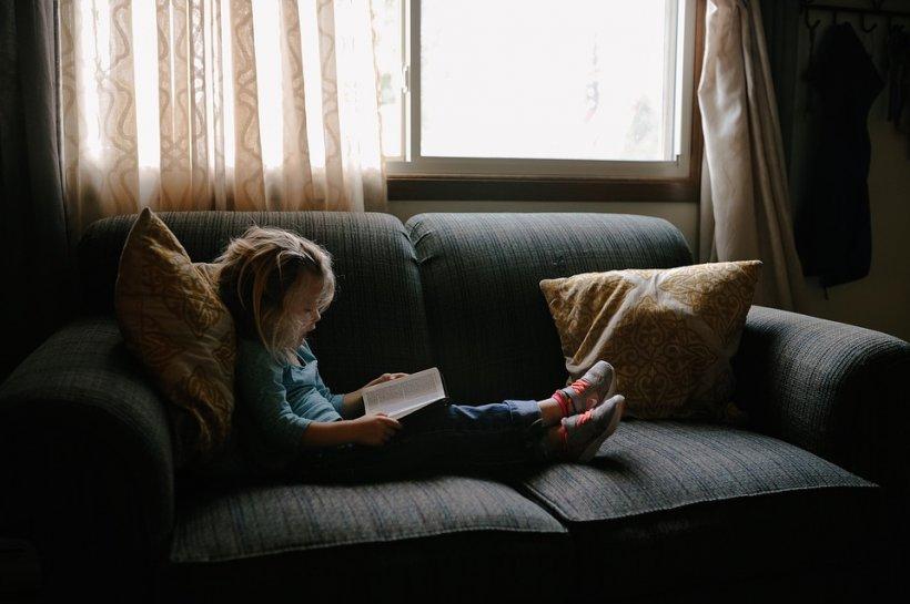 """Mama din Constanța a auzit zgomote ciudate din camera fetiței ei și s-a dus să vadă ce se întâmplă. A crezut că înnebunește. """"Doamne, era peste ea, iar copila era plină de sânge"""""""