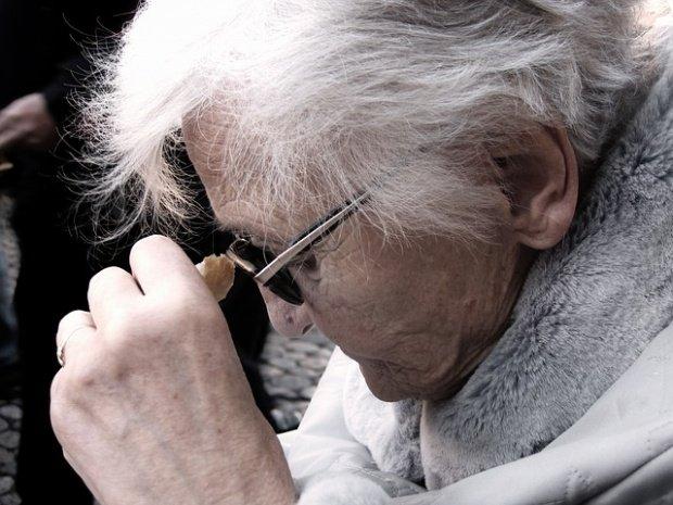 O bătrână de 92 de ani din Bacău a avut parte de dezamăgirea vieții ei. Nu credea vreodată că nepotul ei va face asta