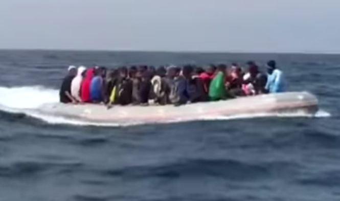Un grup de migranți, salvați de pe mare, a deturnat nava salvatorilor