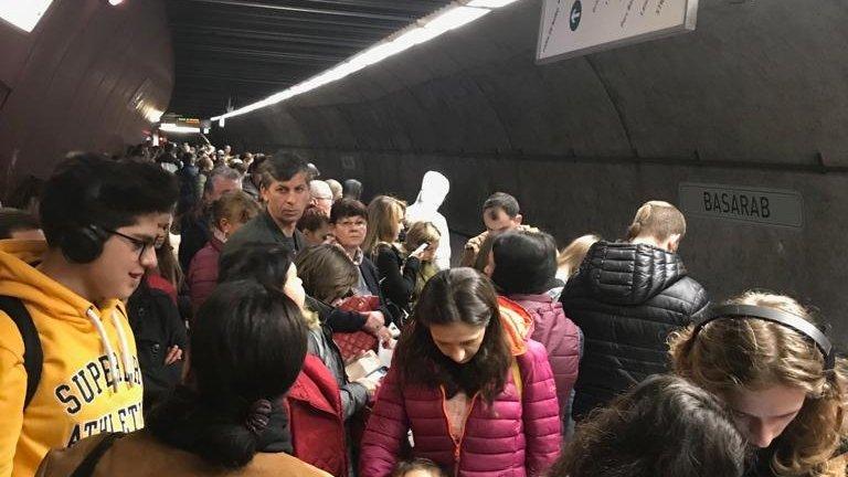Haos la Metrou, în București! Probleme la stația Basarab