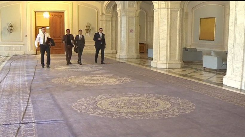 Aleşii vor să salveze covoarele Palatului Parlamentului şi cer măsuri speciale
