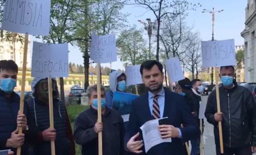 Primarul Ploieștiului a protestat în fața Ministerului Mediului. Ce a vrut să transmită