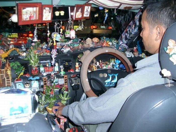 Amendă uriașă pentru șoferii care își atârnă obiecte de oglinda retrovizoare