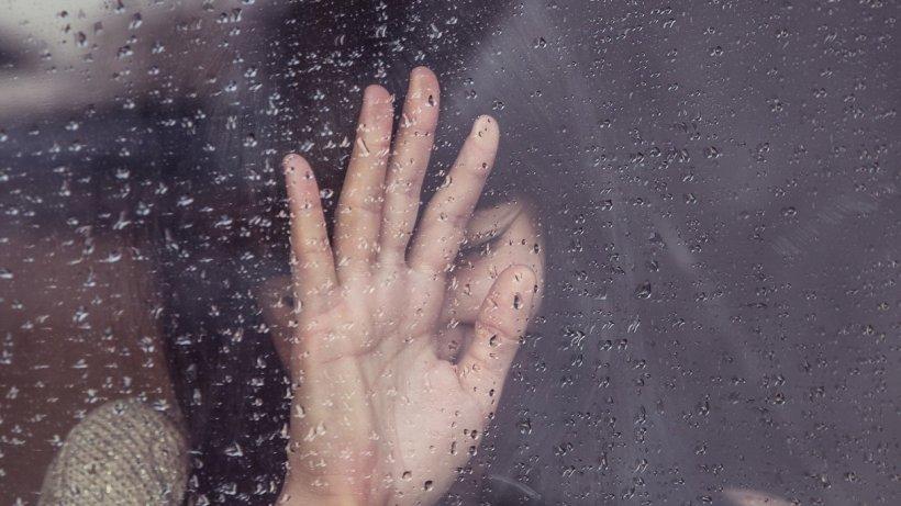 Clipe dramatice trăite de o femeie din județul Olt! A fost bătută o noapte întreagă de iubit