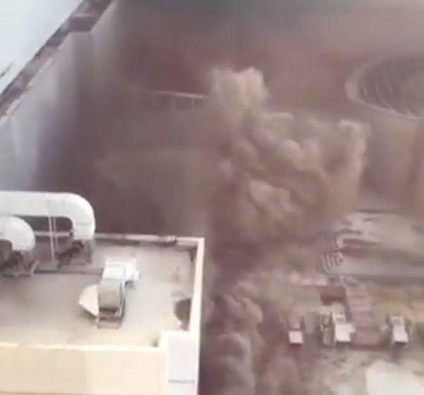 Incendiu de proporții în capitala Thailandei. Un hotel plin de turiști a izbucnit în flăcări (VIDEO)