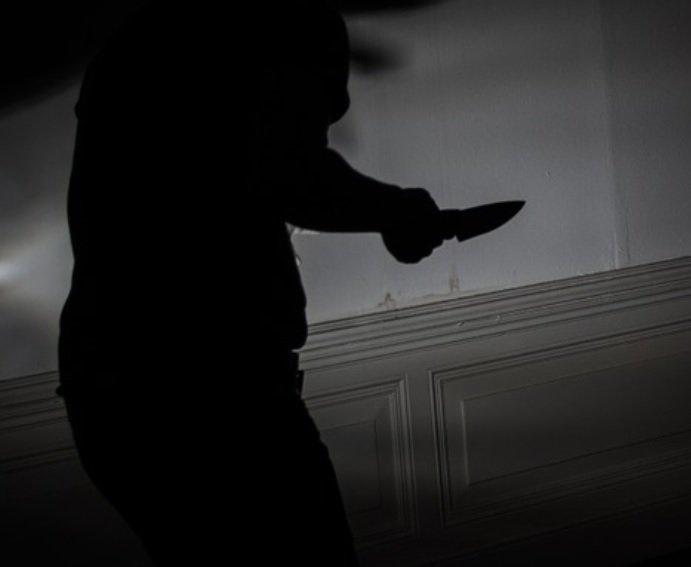 Oricine poate face asta! Cum să te aperi când ești atacat cu un cuțit - VIDEO