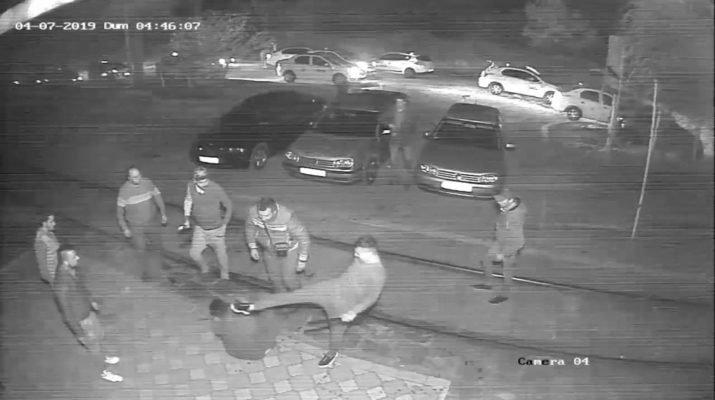 Caz revoltător în Galați! Un tânăr de 19 ani, lovit cu pumnii, picioarele și bâtele de baseball de un grup de taximetriști