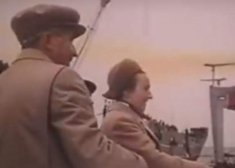 """Elena Ceaușescu n-a spart sticla. 42 arși de vii. """"Mamă, tata tot n-a venit?"""" 30 de văduve, 41 de copilași orfani..."""