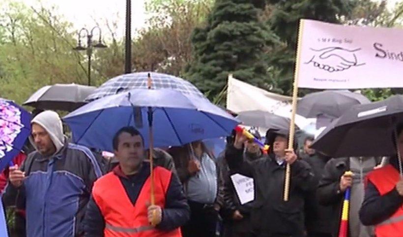 Proteste de amploare la Ministerul Transporturilor. Angajații CFR vor salarii mai mari și creșterea pensiei de serviciu