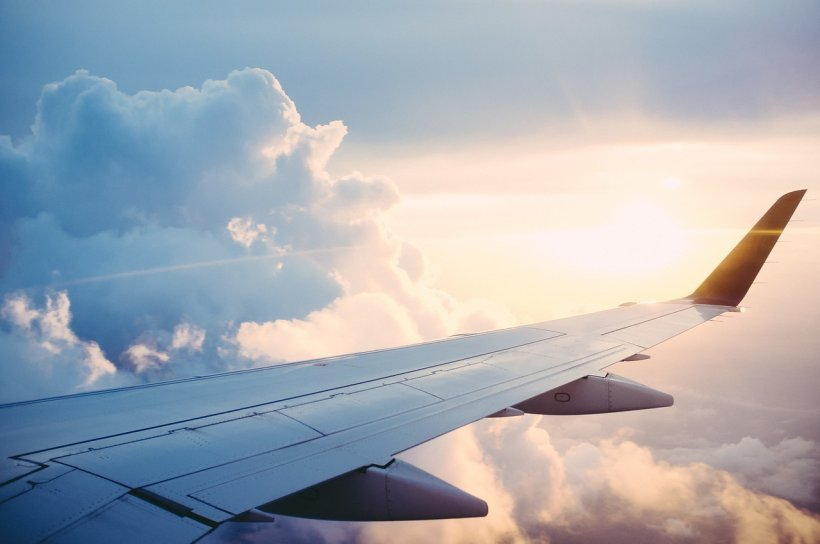 Un avion a aterizat de urgență din cauza unui pasager. Gestul lui l-a enervat foarte tare pe pilot