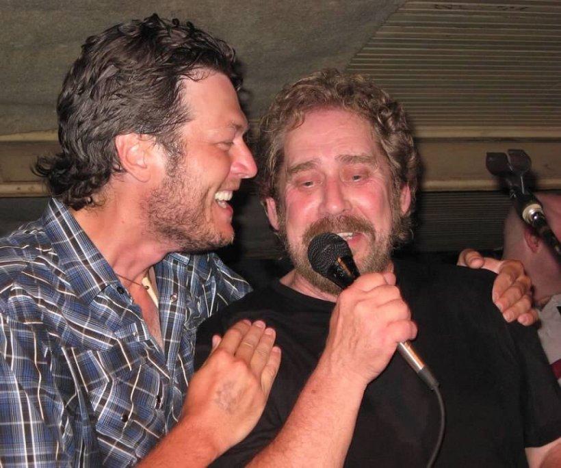 """Un celebru cântăreț de country s-a stins din viață. Blake Shelton: """"Inima mea e complet distrusă"""""""