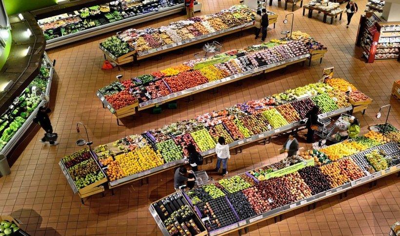 Opt tone de fructe au fost confiscate. Amenzi uriașe date de ANPC în marile lanțuri de magazine din România