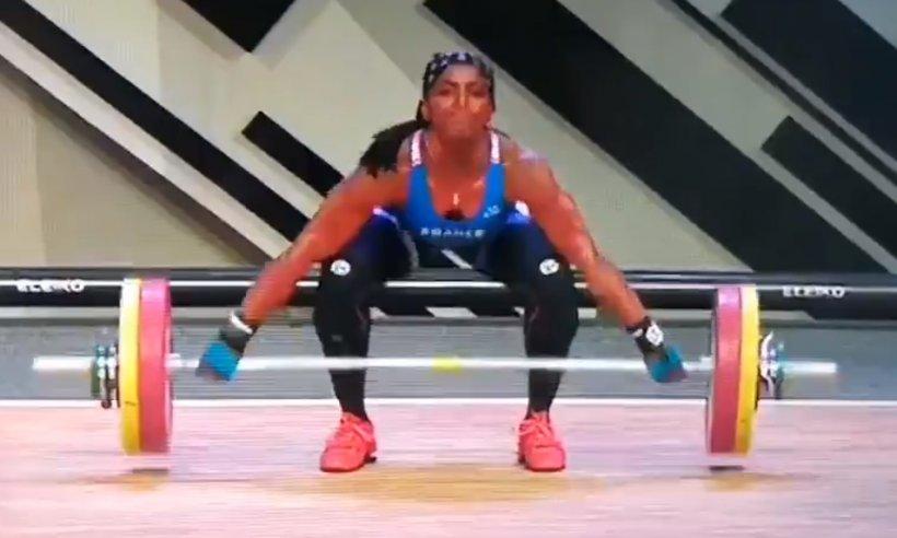 VIDEO. Momentul șocant în care o halterolfilă își rupe mâna în trei locuri în timp ce încearcă să ridice 110 kg