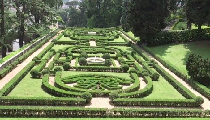 Voi cu Voicu. Imagini exclusive din grădinile Vaticanului