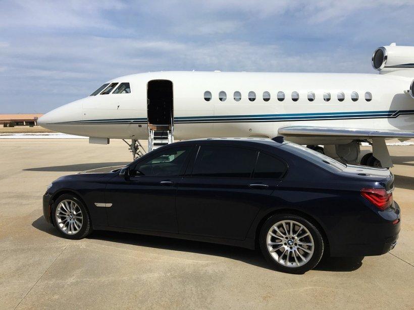 Cine sunt milionarii români cu avion la scară